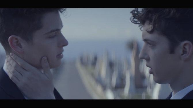 Трой Сиван завершил музыкальную гей-трилогию о неожиданной любви друзей-под